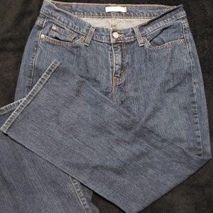 Levi's curvy fit sz 12 short.